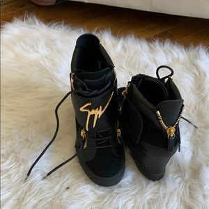 Wedge sneakers black and gold